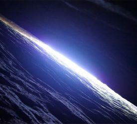 岩の割れ目をたどって「一線天」を見学