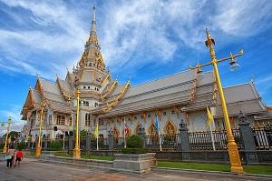 タイで2番目に参拝客が多い「ワットソートーン」