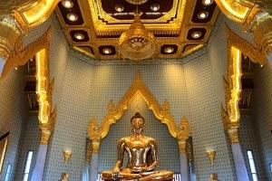 黄金の仏像は一見の価値あり「ワットトライミット」