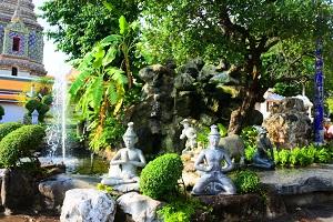 巨大な寝釈迦仏とマッサージで有名な「ワットポー(涅槃寺院)」 到着