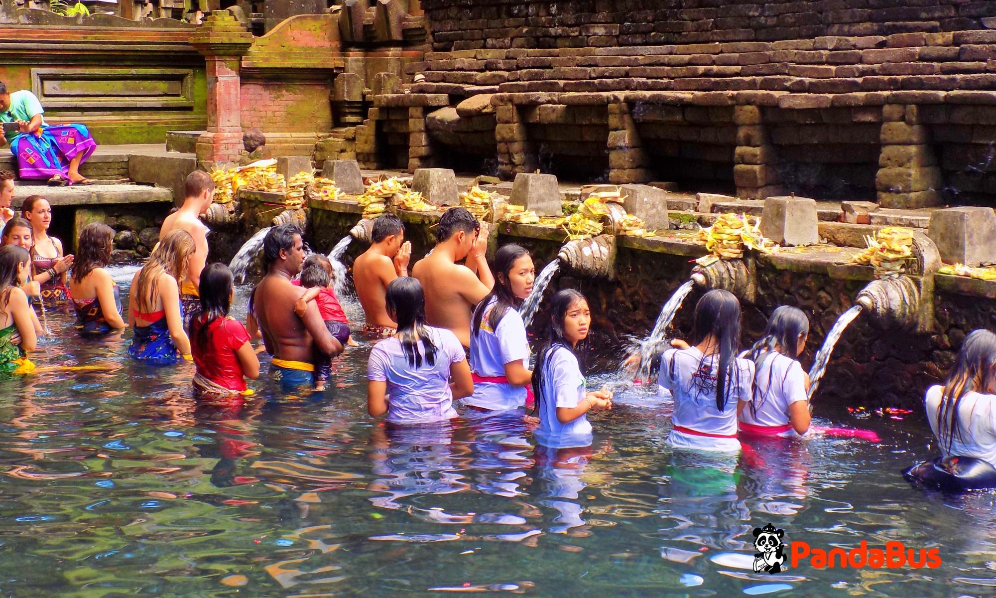 聖なる水が湧く世界遺産『ティルタエンプル寺院』見学