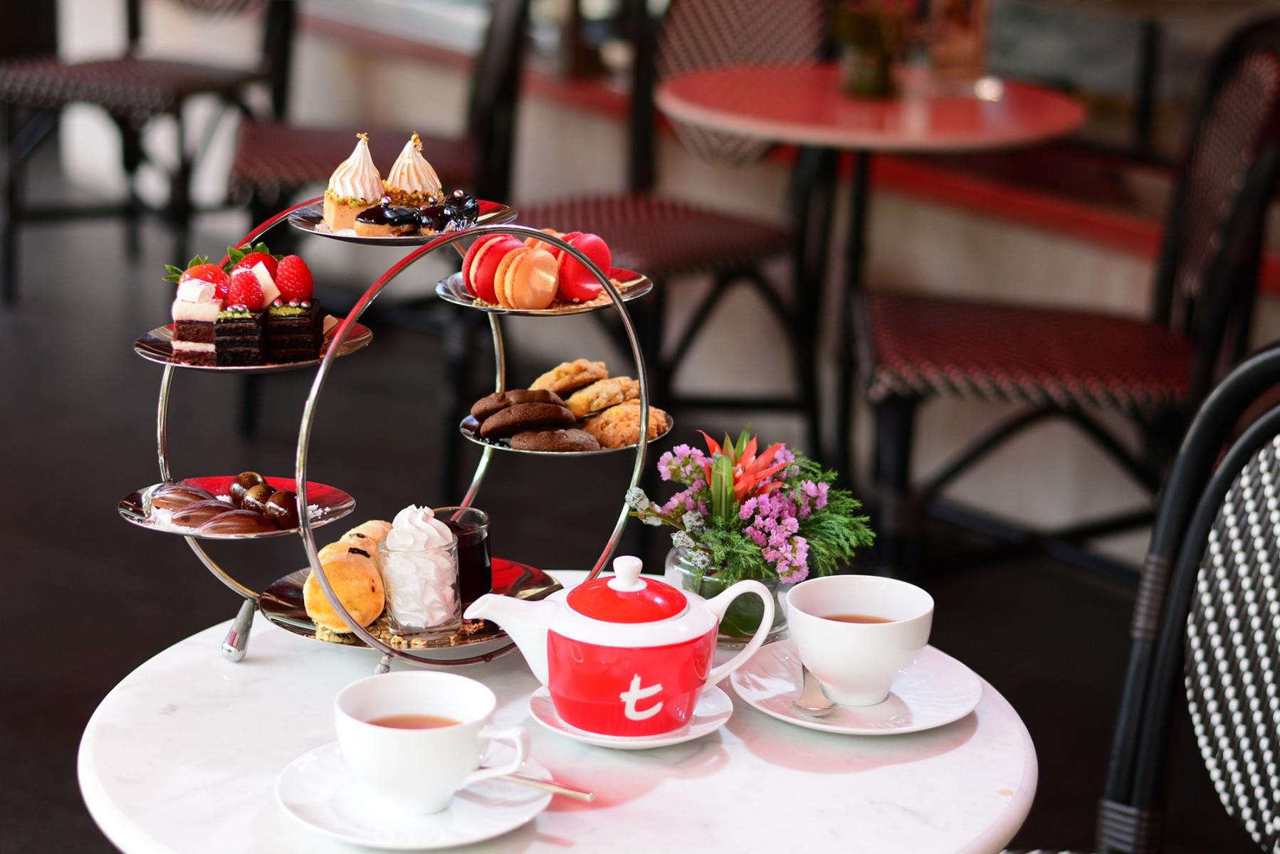 Le Macaron(ロビー階)にて本格アフタヌーンティーをお楽しみください。(約2時間)