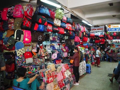 エネルギッシュな中国人街・チョロン地区 最大のビンタイ市場へご案内.