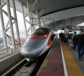 高速鉄道【G6585】にご乗車になり、深セン北駅へ向けて出発