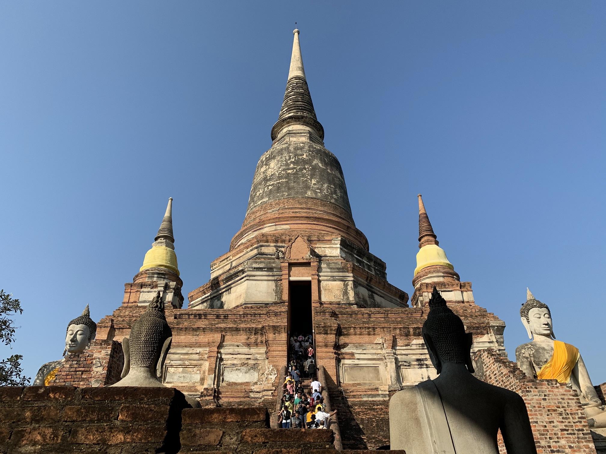 セイロン風の仏塔が見事な「ワットヤイチャイモンコン(Wat Yai Chai Mongkon)」