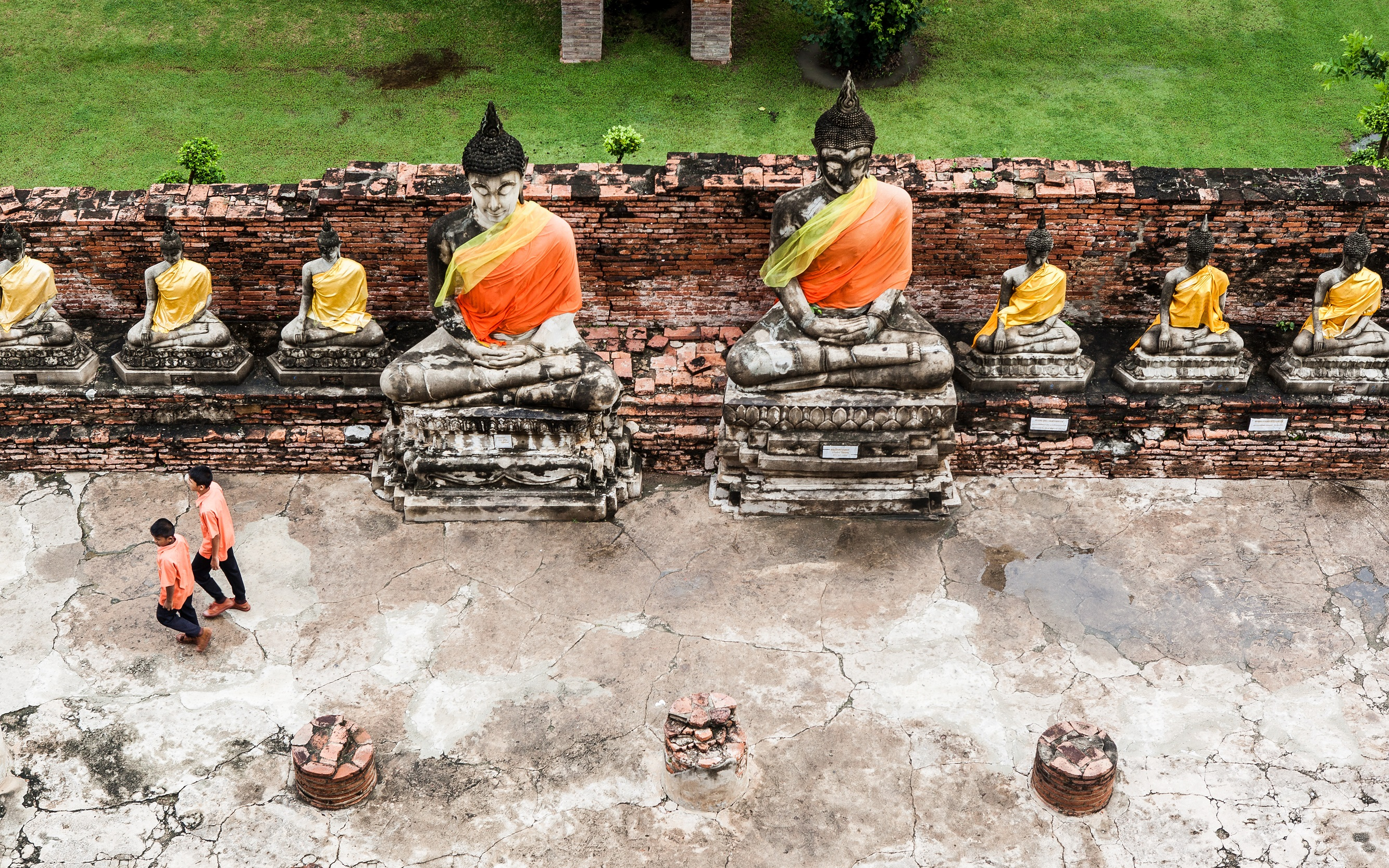 ゴシック様式の教会のような寺院「ワットニウェートタンマプラワット(Wat Niwet Thammaprawat)」