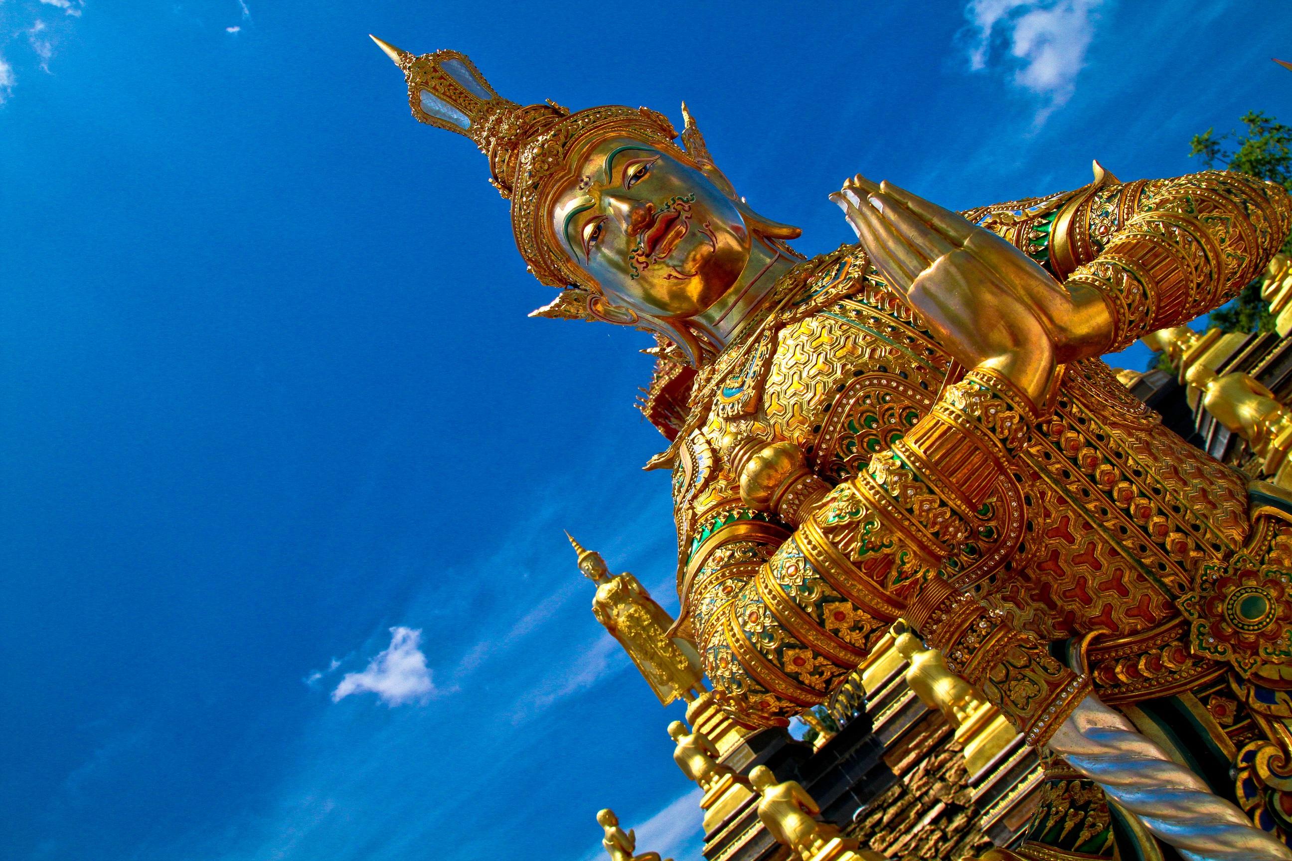 チーク材で作られた「ワットバーンケーノイ(Wat Bang Khae Noi)」