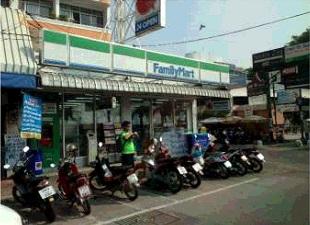 パタヤ:beach roadとpattaya soi5がぶつかるファミリーマート前 でのご集合
