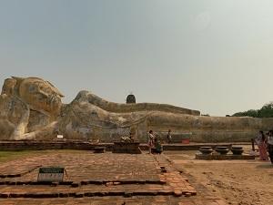 全長28m、ひっそりと巨大涅槃物が横たわり情緒溢れる「ワット・ロカヤ・スター」  ⇒象さんに乗ってお散歩(約10分間)