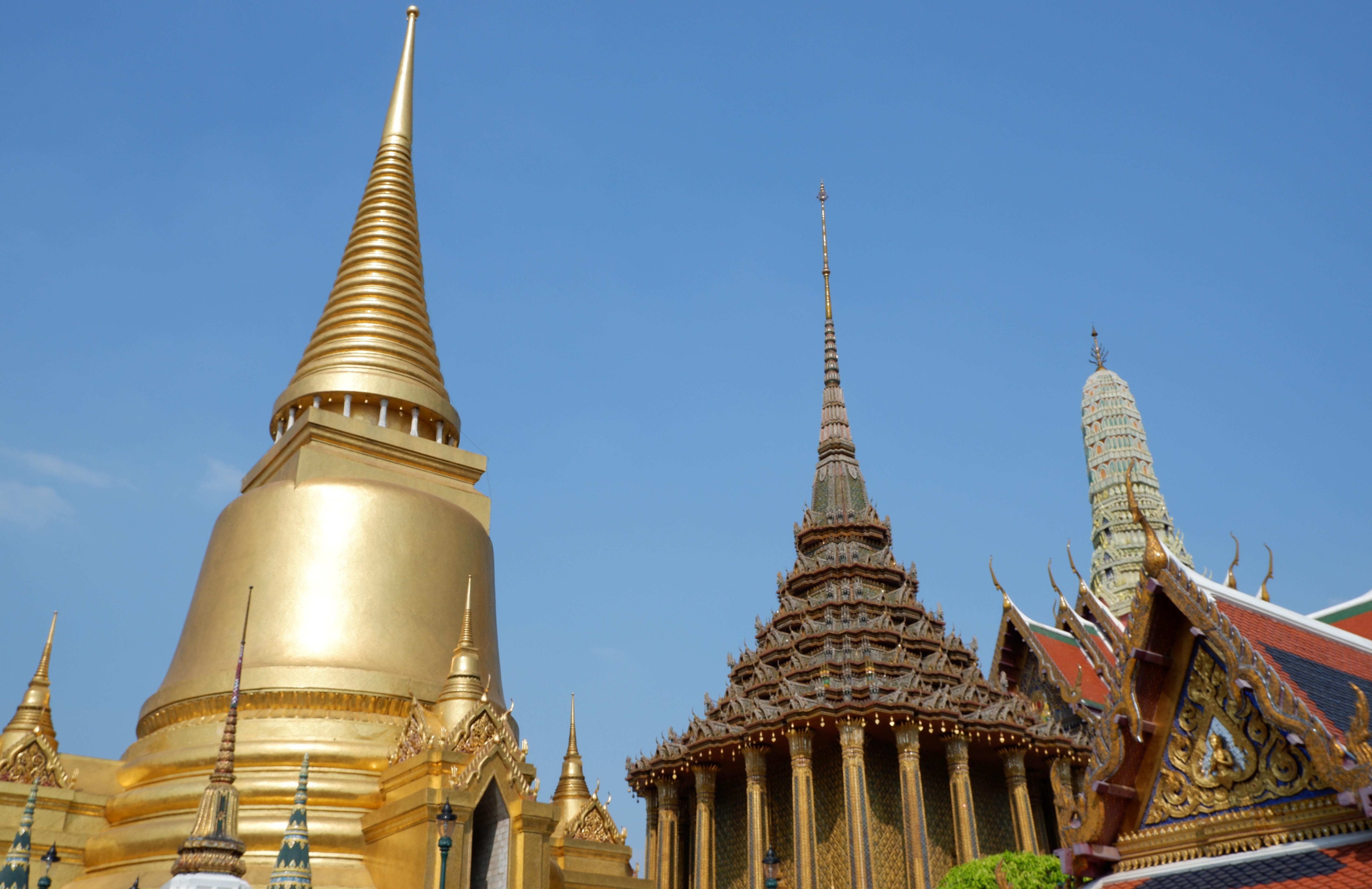燦然と輝く『エメラルド寺院』