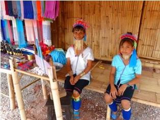 首長族やアカ族、リス族など山岳民族が暮らす集落へ