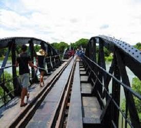 クウェー川鉄橋見学