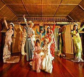 ホテルでご夕食後、モン族のダンスショーにご案内。