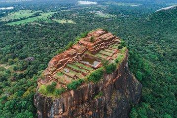 世界遺産 シーギリヤロック登頂(天空の王宮跡まで徒歩で約1時間半~2時間)