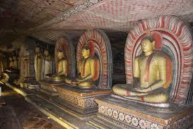 世界遺産 ダンブッラ石窟寺院 壁画や仏像の美しい5つの石窟 (約1時間半)