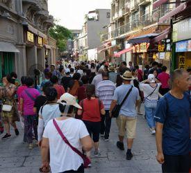 コロンス島一番の繁華街「龍頭路」散策