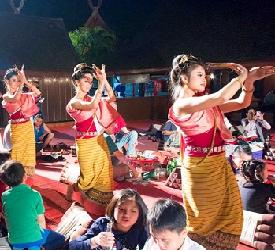 夕食:チェンマイ郷土料理カントークディナー&古典舞踊ご鑑賞