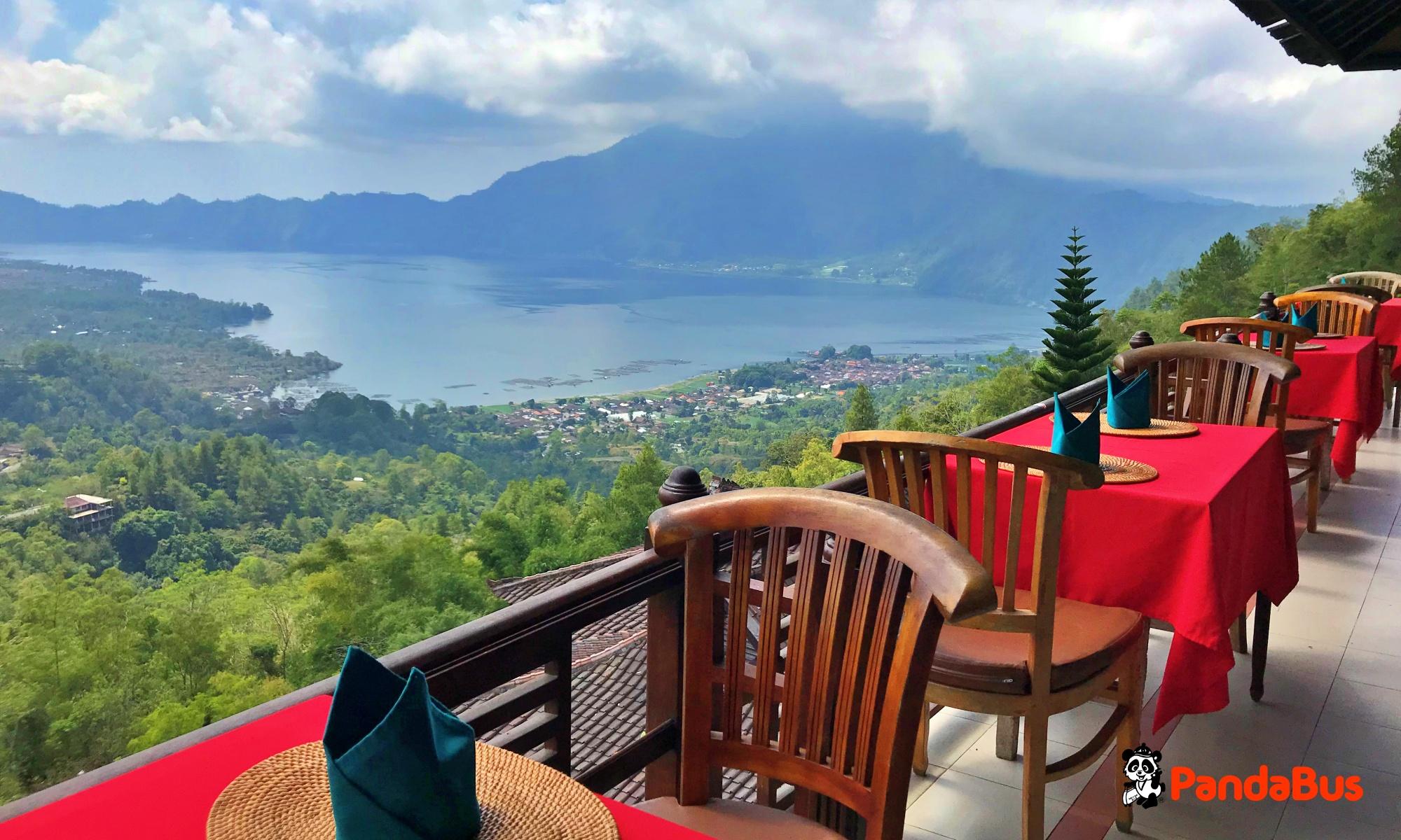 世界遺産『バトゥール湖』を眺めながらのご昼食