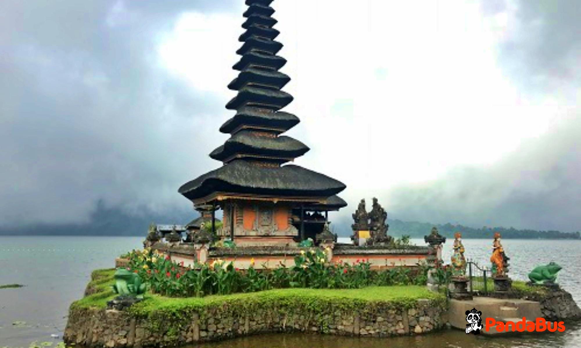 湖に浮かぶ神秘のお寺『ウルンダヌブラタン寺院』見学(約30分)