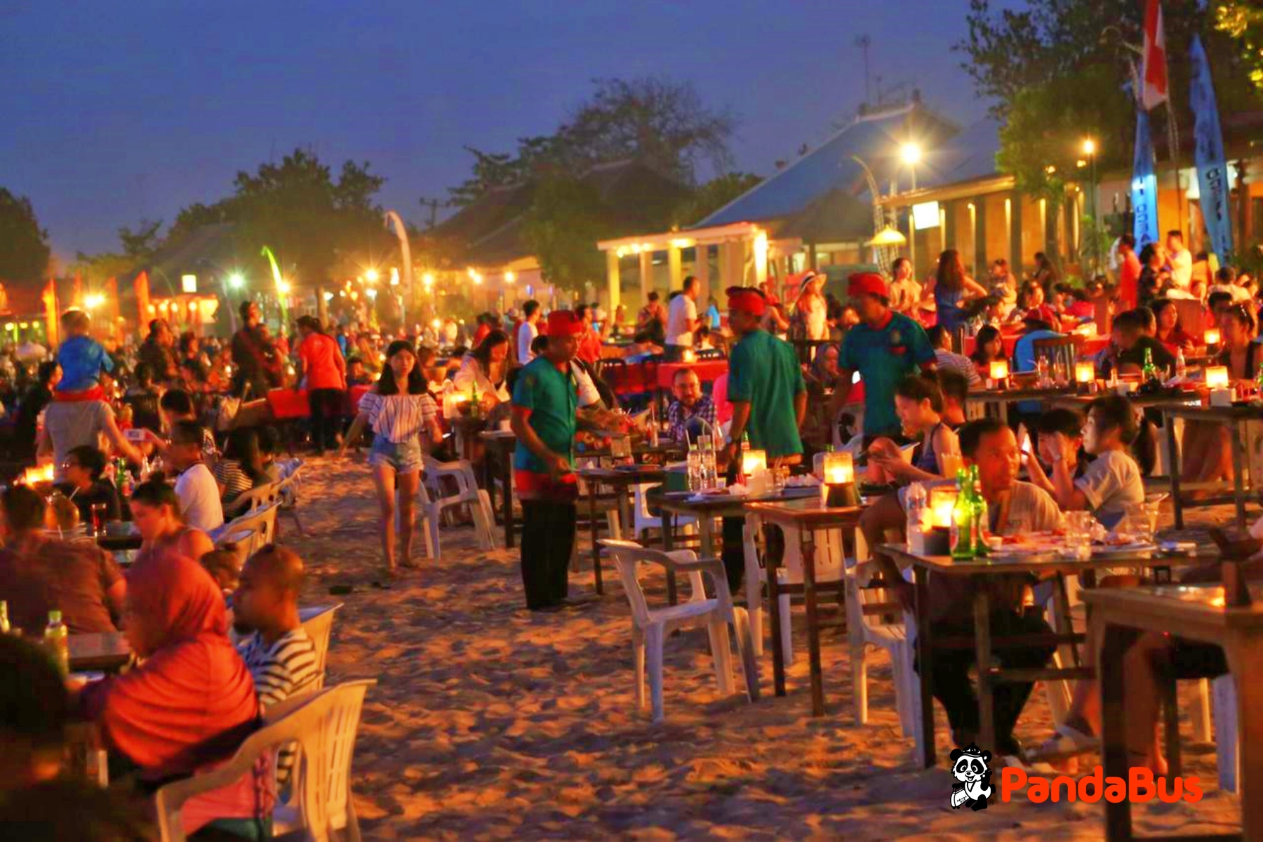 ジンバランビーチにて夕食「シーフードBBQ」