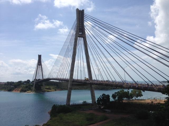 バレラン橋へご案内
