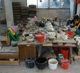 陶器会社「紅獅陶瓷」にて陶器製造工房を見学