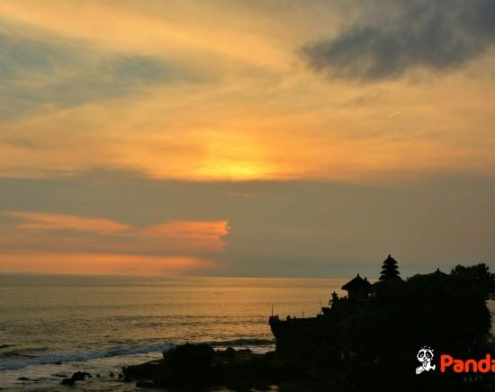 【バリ島】世界遺産タマンアユン寺院とタナロット寺院での夕日観賞