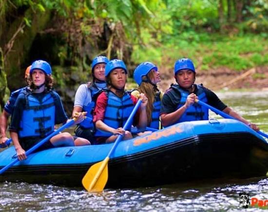 【バリ島】大自然の中を進め!アユン川でラフティング
