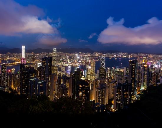 香港の夜景を大満喫!ビクトリアピークからの100万ドルの夜景観賞とビクトリア湾の壮大な夜景鑑賞ツアー<マカオ出発/フェリー込み/選べるフェリー時間帯/日本語ガイド>