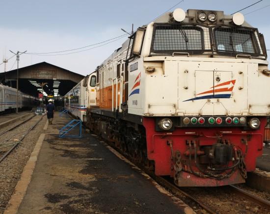 【ジャカルタ発】列車で行くジョグジャカルタ世界遺産の旅