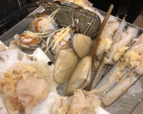 ビクトリアピークからの100万ドルの夜景観賞と海鮮たっぷりの蒸し鍋付きツアー<日本語ガイド/2時間半/食べ飲み放題>