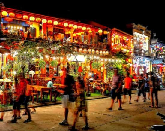 【ハノイ発】ベトナム航空で行く!世界遺産「ホイアン」1泊2日<選べるホテル+航空券+専用車 空港送迎込み>