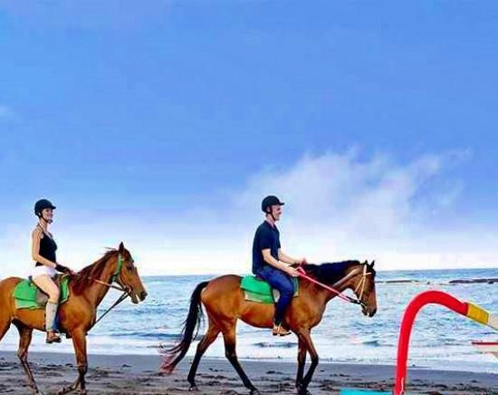 【バリ島】乗馬しながら浜辺を散歩!ホースライディング
