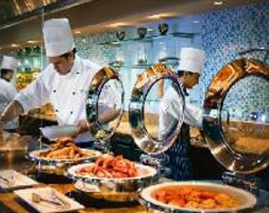 【ゴールドコースト 】人気のシーフードビュッフェ・ウェイブス!!<レストラン予約/ビュッフェ>