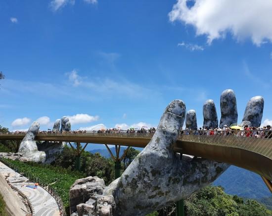 【ダナン】貸切り!巨人の手の橋「サンワールド・バーナーヒルズ」テーマパークでフォトジェニック巡り1日ツアー<日本語ガイド/絶景ロープウェイ乗車>
