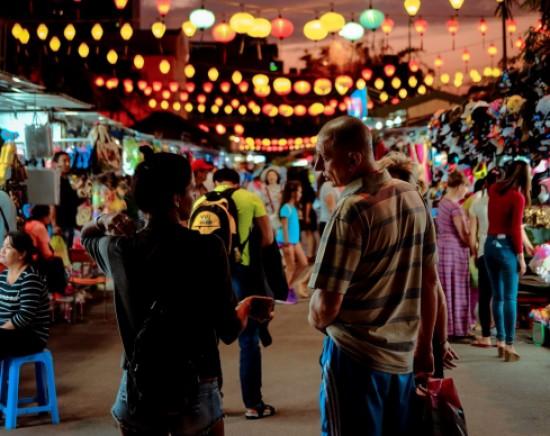 【ニャチャン】ナイトツアー<日本語ガイド/シクロ乗車/ベトナム料理の夕食>
