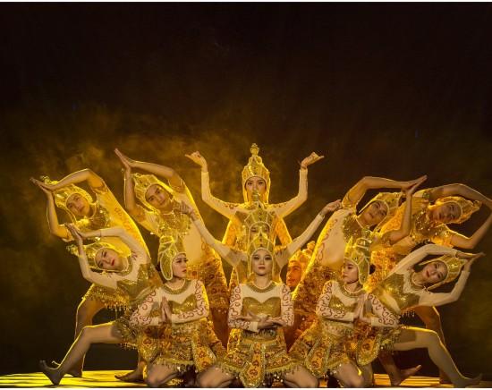 【ニャチャン】ベトナムの伝統舞踊+アオザイショー鑑賞<日本語ガイド/ベトナム料理の夕食付き>