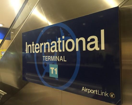 シドニー空港ーシドニー市内 送迎車手配<片道/ガイド付き選択可/ワゴン・マイクロバス・大型バス>