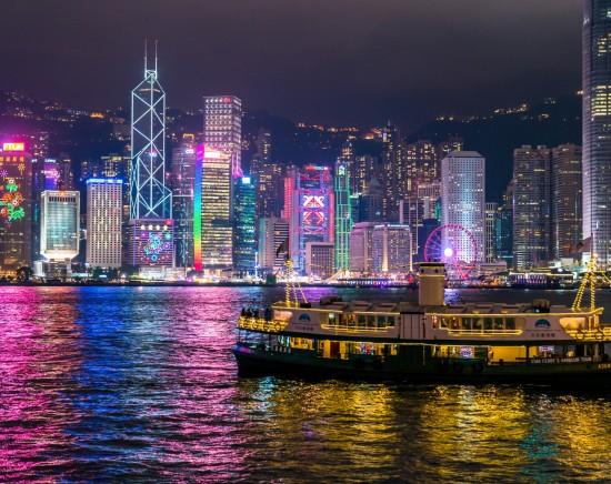 香港島まるごと1日観光 & スターフェリーの船上から眺めるシンフォニー・オブ・ライツ<日本語ガイド/サンパン船乗船/選べる飲茶/軽食付き(夜)>