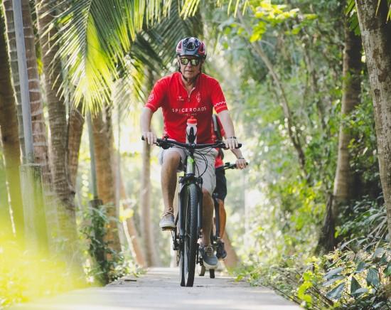 自転車で巡るバンコク市内観光<英語ガイド/半日/サイクリング>