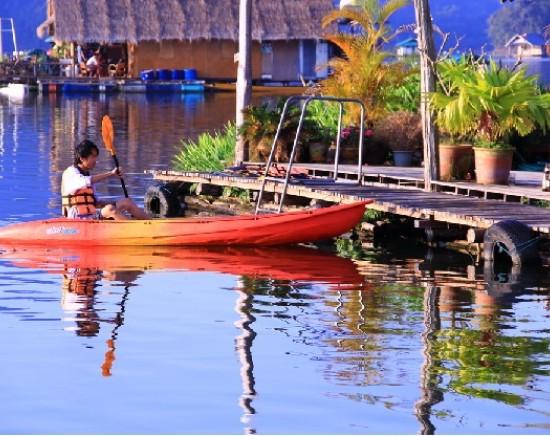チェンマイの巨大貯水湖・メーガット湖で自然を満喫!フロートハウスツアー+ワット・バンデンお立ち寄り<日本語ガイド/1日>