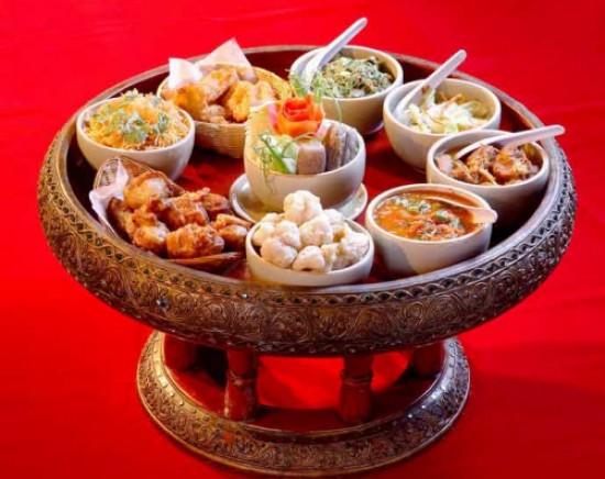 タイ北部の郷土料理 カントークディナー+ 民族舞踊<日本語ガイド/午後>