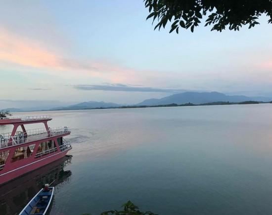 【ビエンチャン】ナムグム湖 1日観光<湖の遊覧付>