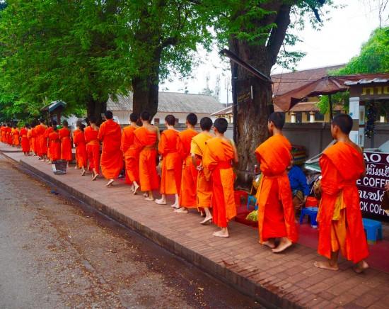 【ルアンパバーン】托鉢見学付き!ルアンパバーン市内観光&クアンシーの滝