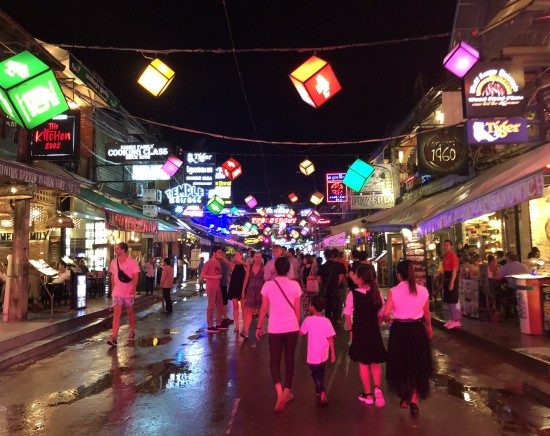 パブストリートとナイトマーケット散策観光ツアー<日本語ガイド>