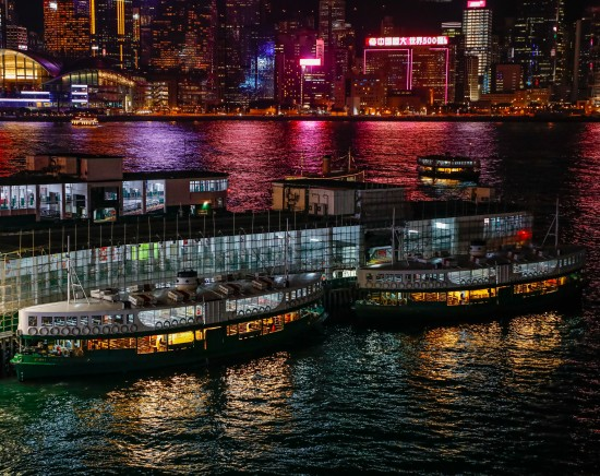 香港の夜景を大満喫!ビクトリアピークからの100万ドルの夜景観賞とビクトリア湾の壮大な夜景鑑賞ツアー&徳興火鍋酒家で火鍋2時間の食べ放題・飲み放題の夕食<日本語ガイド>