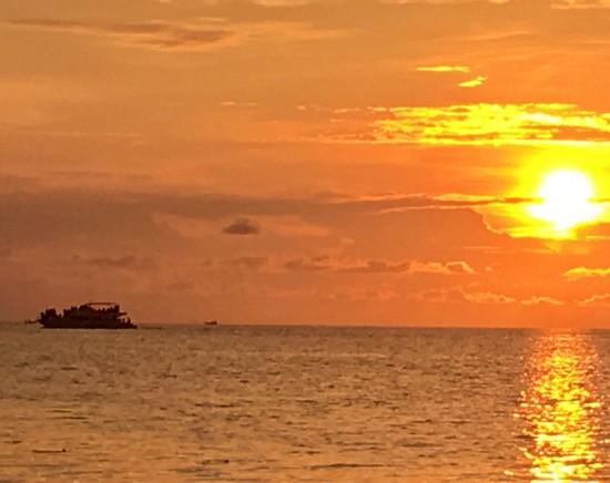 【ジャカルタ発】プロウスリブ・マチャン島<ボートで90分>(1泊2日)