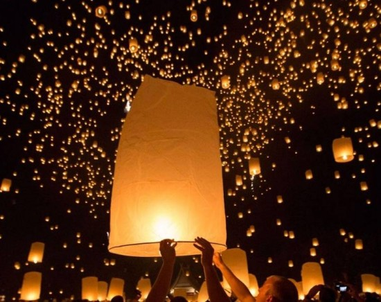 【チェンマイ発 10月31日or11月1日発】コムロイ祭り(ランタン祭り)チケット&日本語ガイド付き 往復送迎