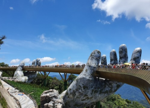 【ホーチミン発】ベトナム航空で行く!ビーチリゾート「ダナン」+Ba Na Hills(バーナーヒルズ)観光付き 1泊2日<選べるホテル+航空券+専用車 空港送迎込み>