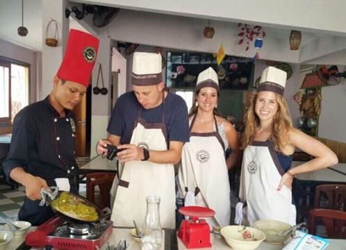 【ホーチミン】ローカル市場で買い物+お料理教室<日本語ガイド/シクロ体験付き>